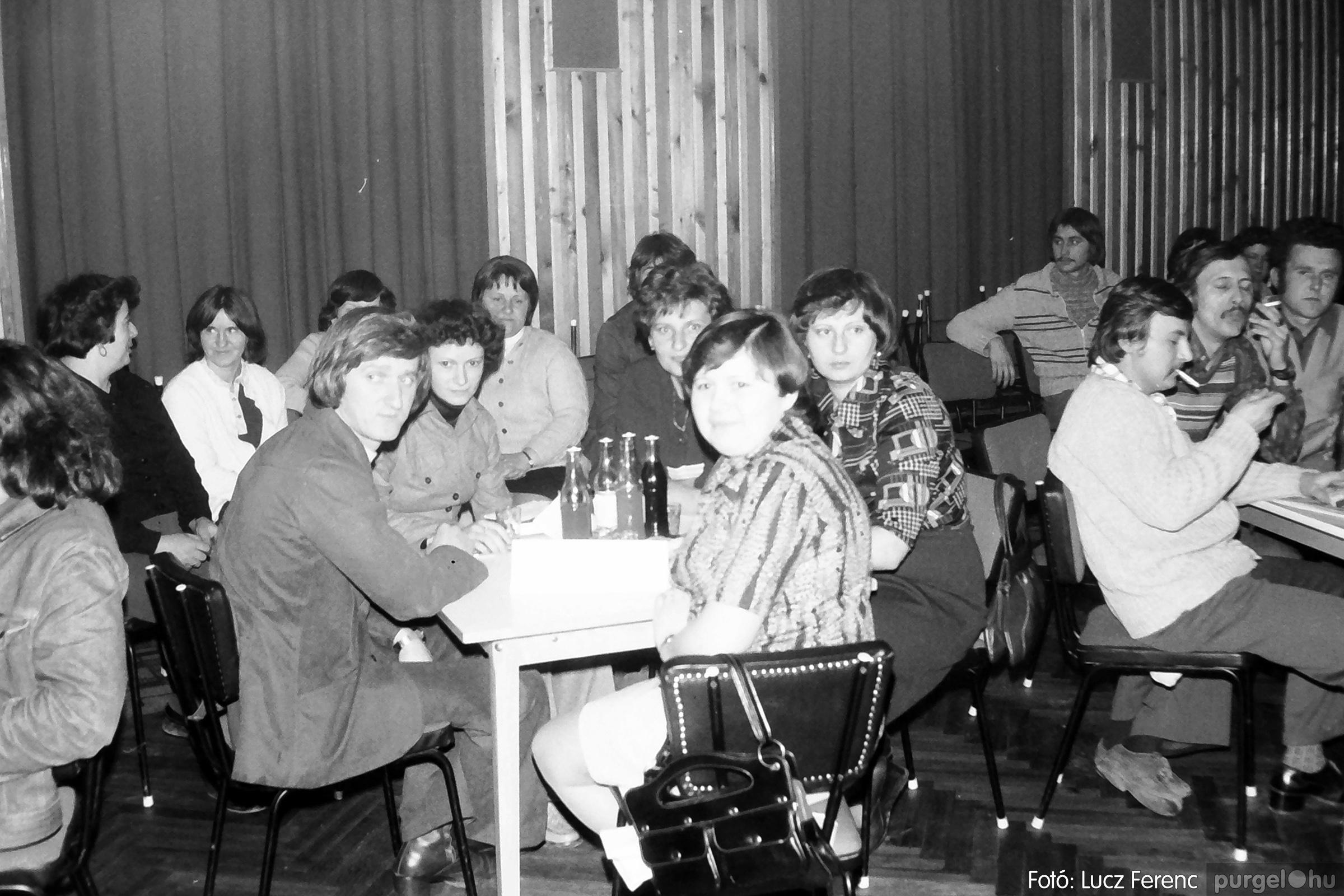 101. 1978. KTSZ-es vetélkedő a kultúrházban 006. - Fotó: Lucz Ferenc.jpg
