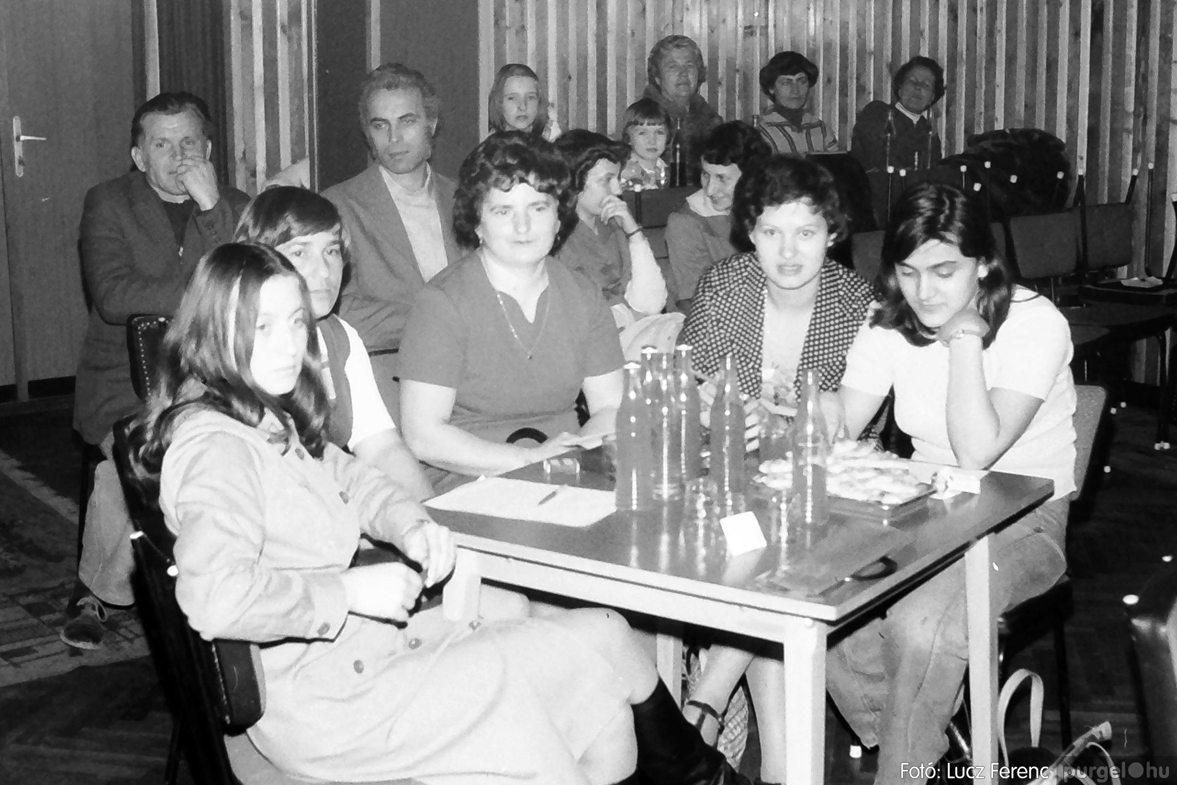 101. 1978. KTSZ-es vetélkedő a kultúrházban 001. - Fotó: Lucz Ferenc.jpg