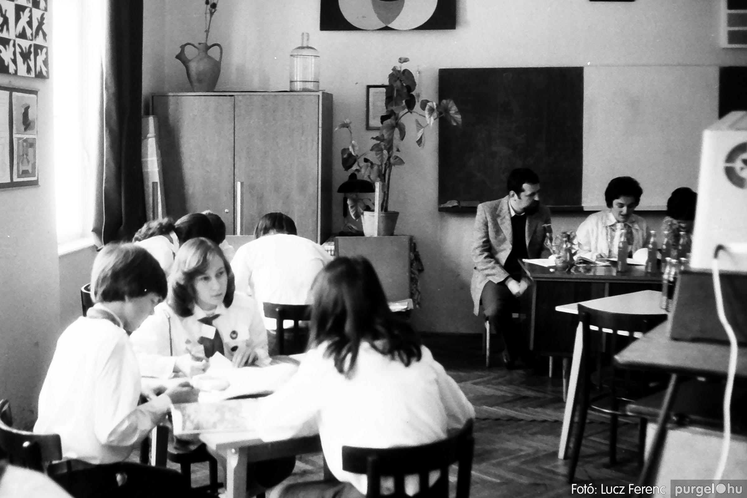 102. 1978. Szaktárgyi verseny a központi iskolában 002. - Fotó: Lucz Ferenc.jpg