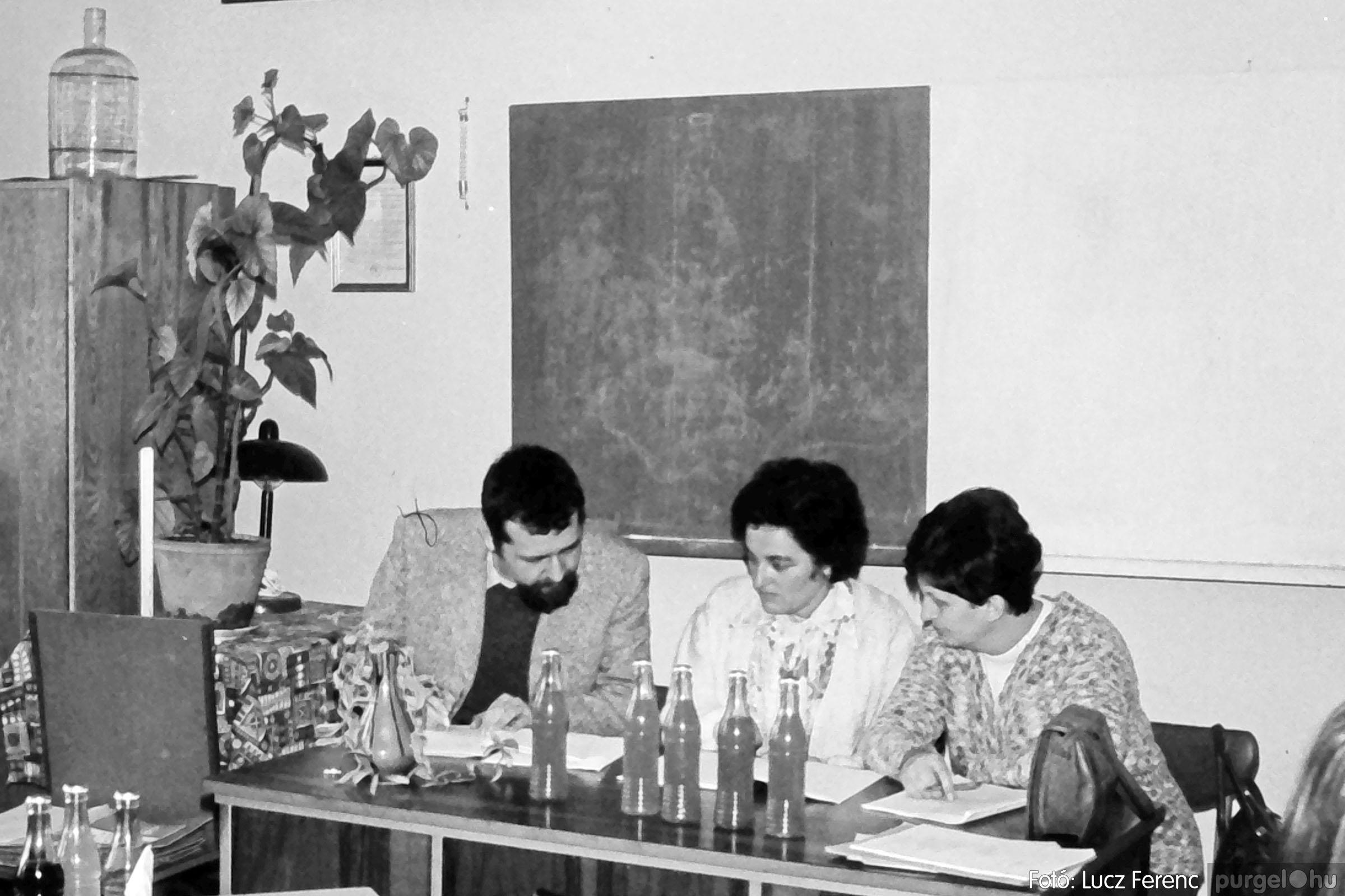 102. 1978. Szaktárgyi verseny a központi iskolában 001. - Fotó: Lucz Ferenc.jpg