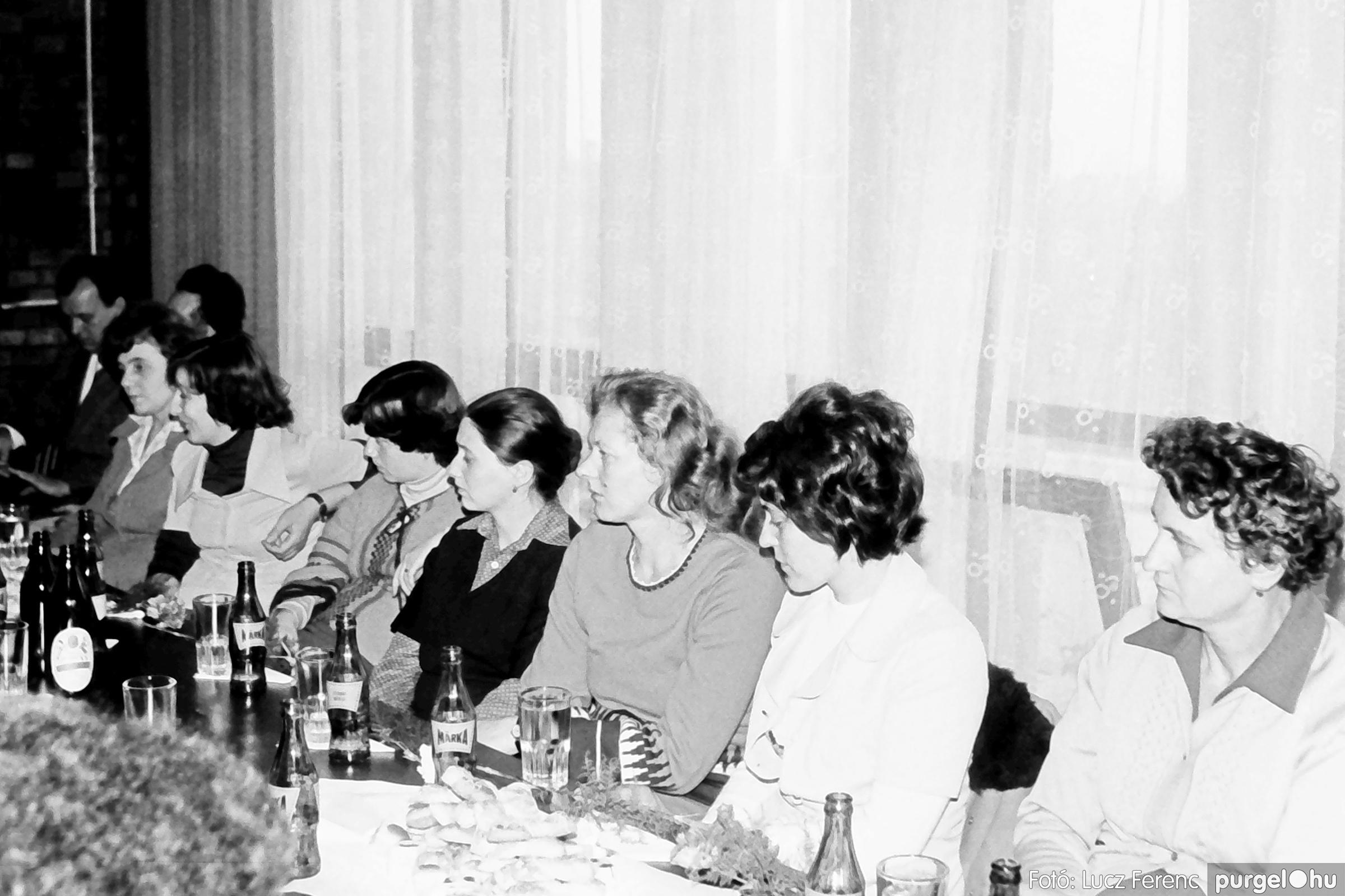 104. 1978. Nőnapi ünnepség a tanácsházban 011. - Fotó: Lucz Ferenc.jpg