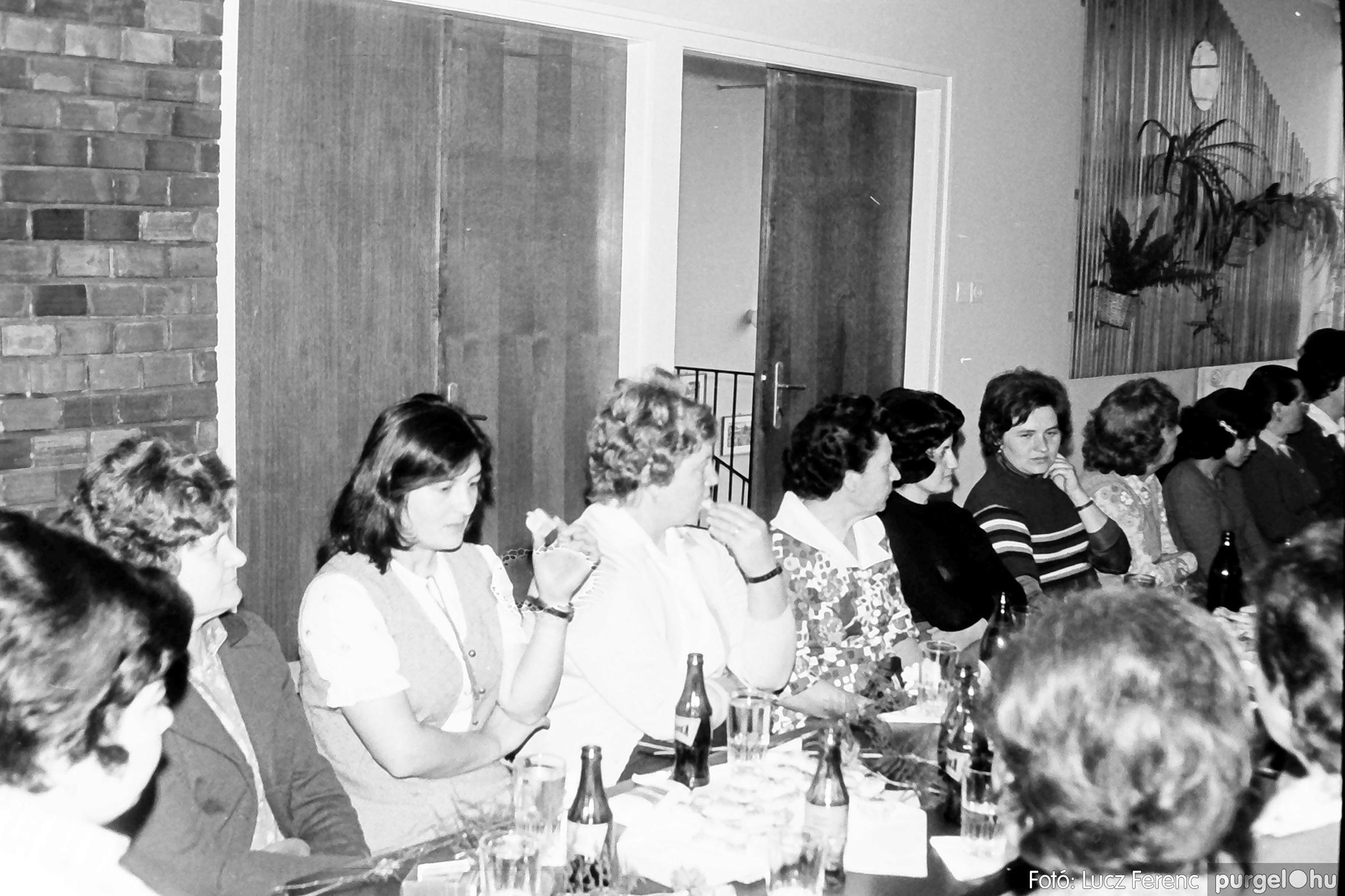104. 1978. Nőnapi ünnepség a tanácsházban 007. - Fotó: Lucz Ferenc.jpg