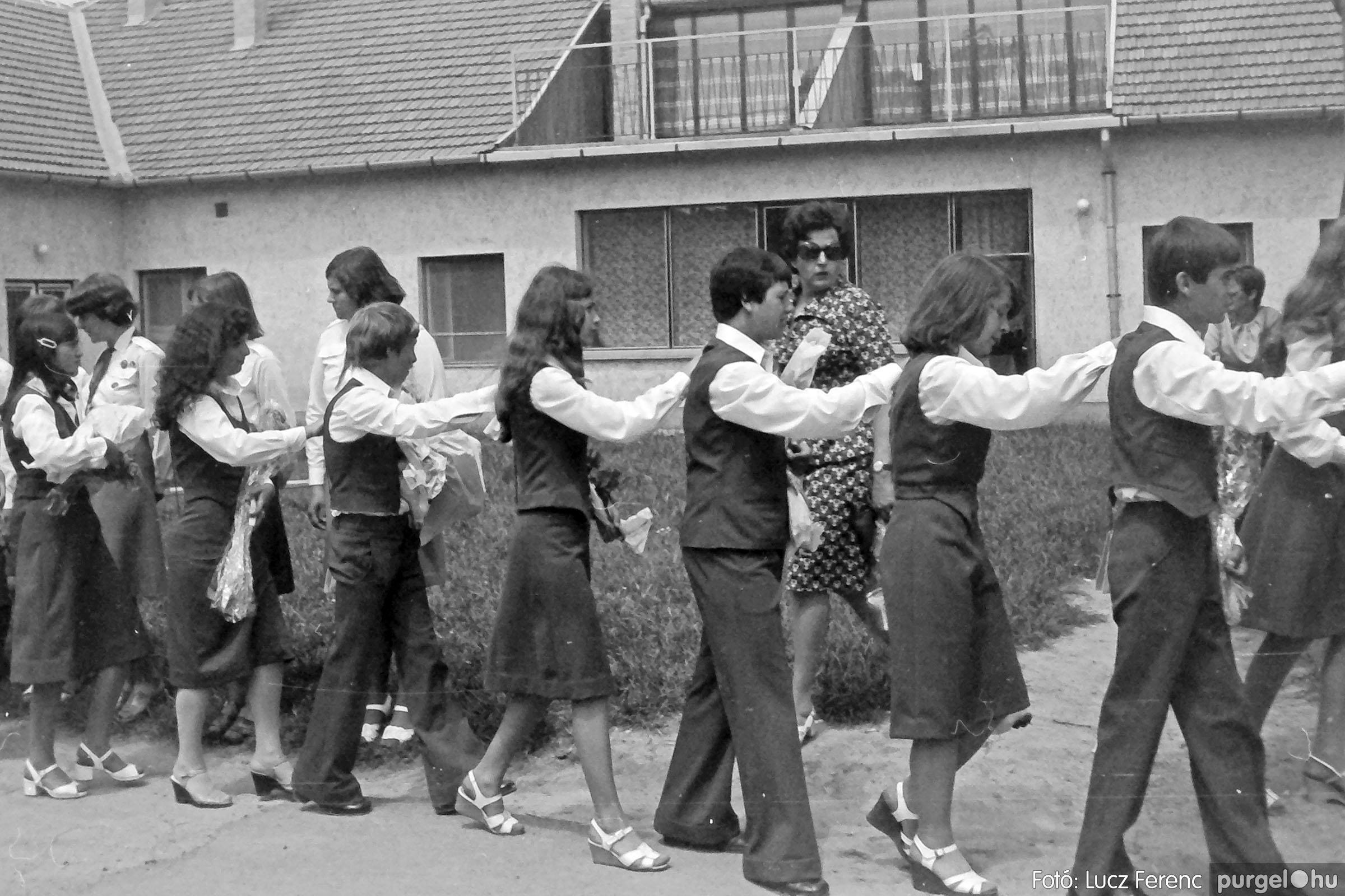 111. 1978. Ballagás és évzáró a központi iskolában 015. - Fotó: Lucz Ferenc.jpg