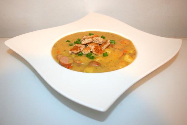 42 - Creamy potato soup with sausages - Side view  / Cremige Kartoffelsuppe mit Würstchen - Seitenansicht