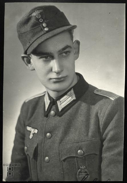 ArchivTappen233A575 Porträt, Soldat, WWII, 1939-1949