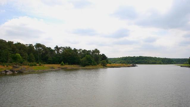 lac dans la forêt de Broceliande
