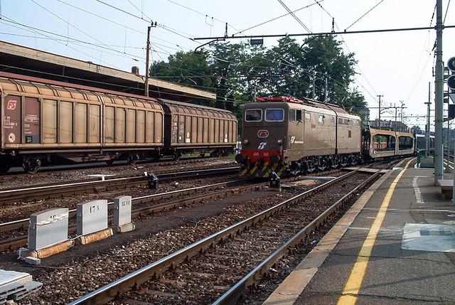 ( Oldies ) E.645.043 in ingresso a Milano Greco Pirelli