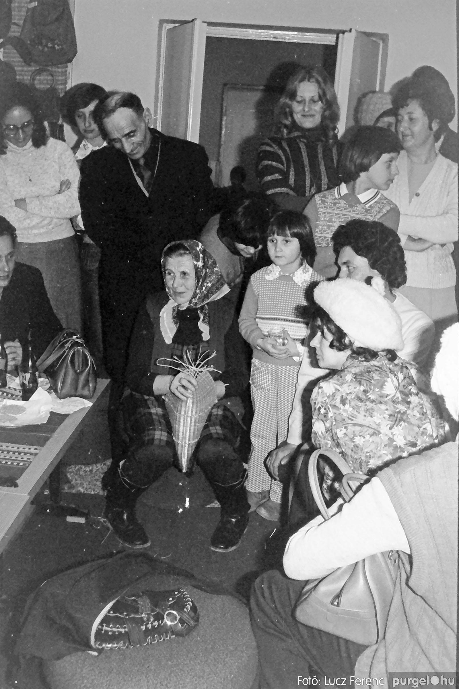 101. 1978. A Díszítőművész Szakkör vendégeskedése Tápén 012. - Fotó: Lucz Ferenc.jpg