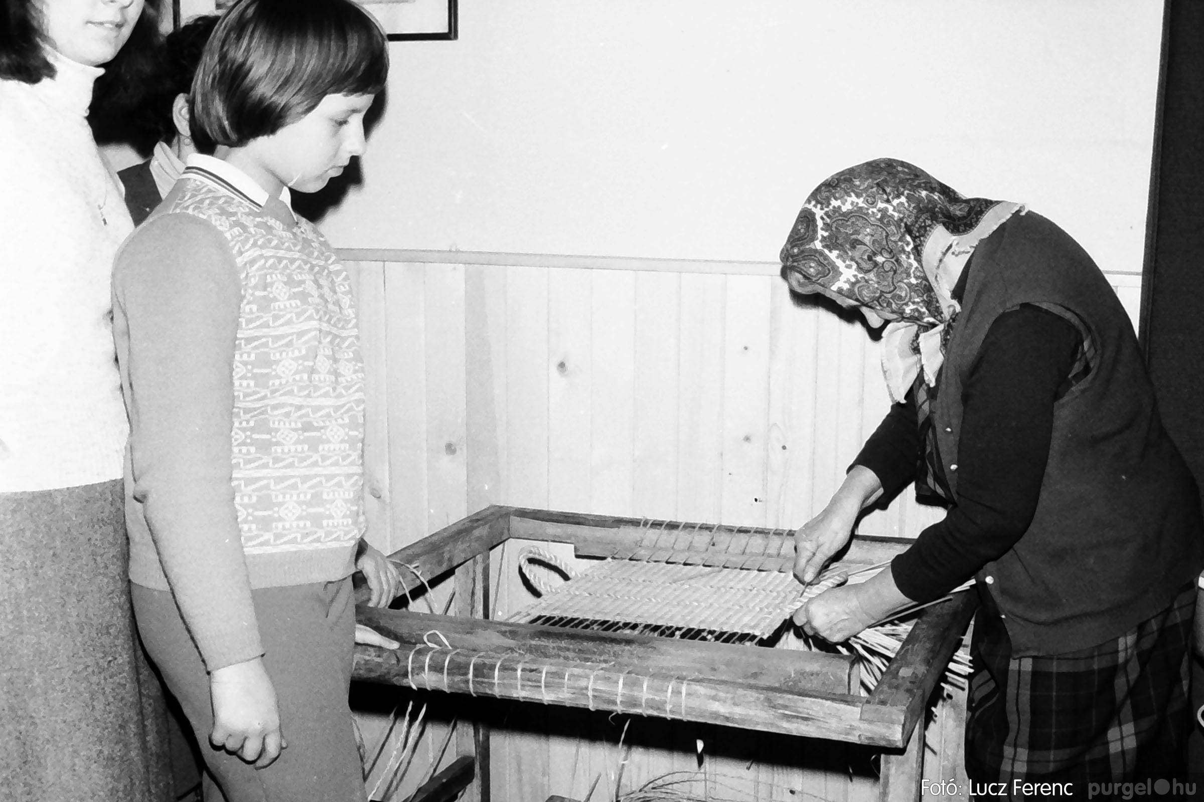 101. 1978. A Díszítőművész Szakkör vendégeskedése Tápén 011. - Fotó: Lucz Ferenc.jpg