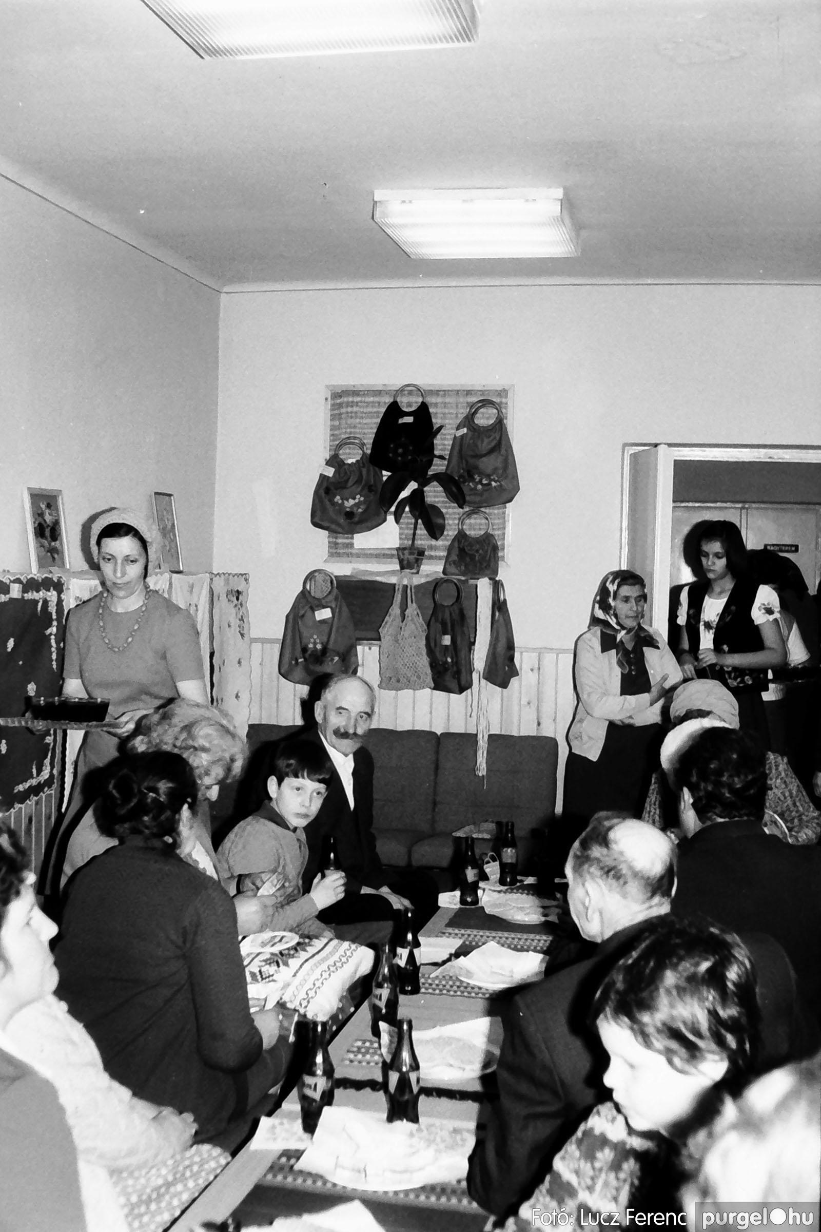 101. 1978. A Díszítőművész Szakkör vendégeskedése Tápén 003. - Fotó: Lucz Ferenc.jpg