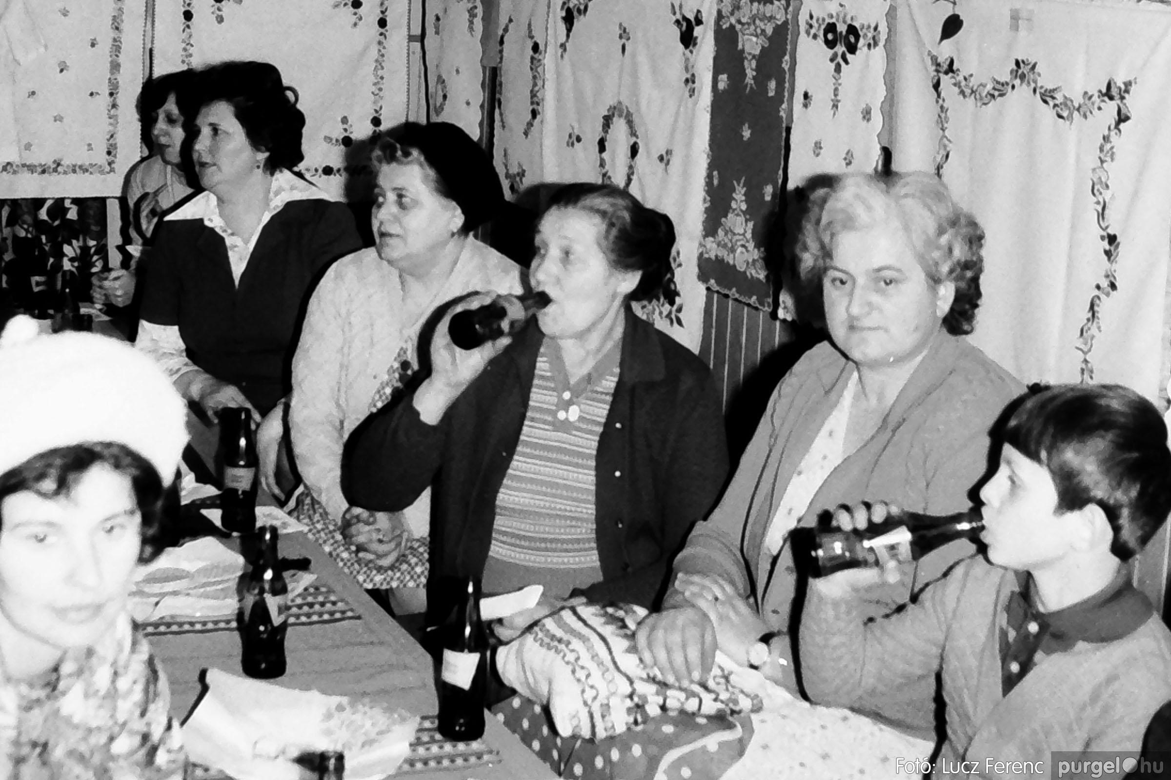 101. 1978. A Díszítőművész Szakkör vendégeskedése Tápén 001. - Fotó: Lucz Ferenc.jpg