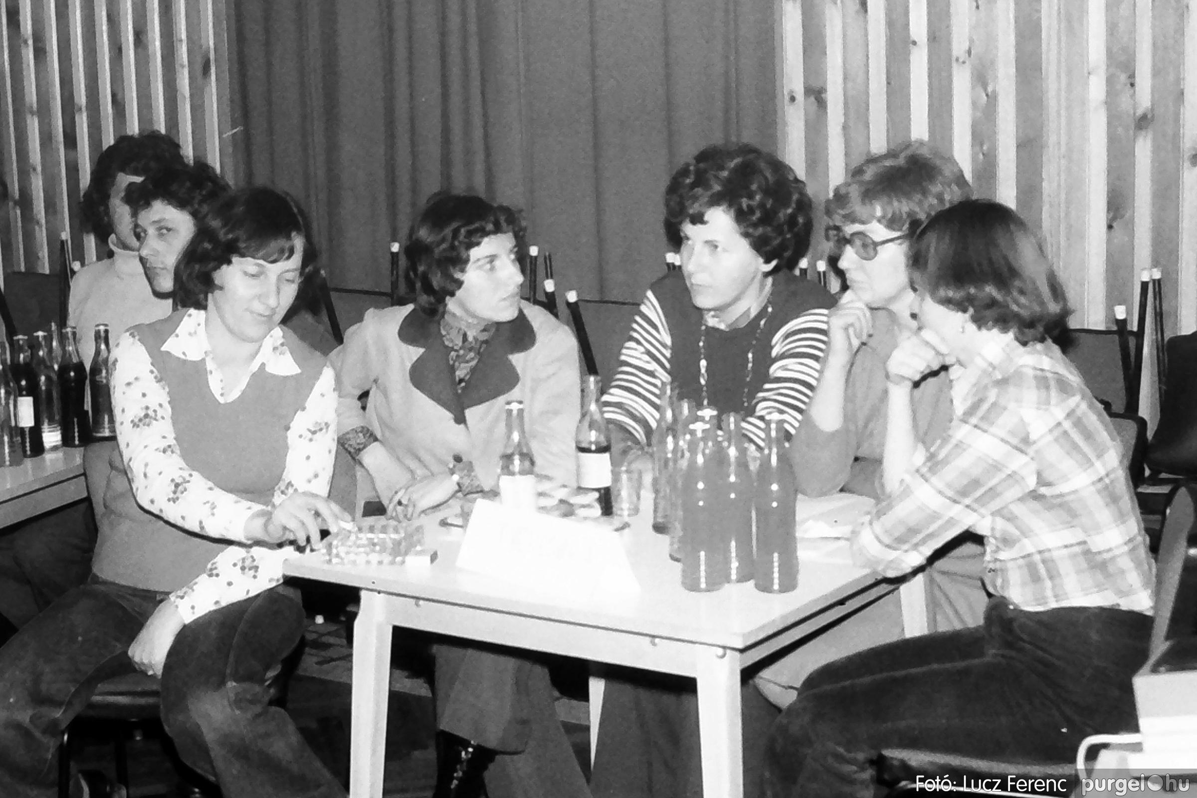 101. 1978. KTSZ-es vetélkedő a kultúrházban 011. - Fotó: Lucz Ferenc.jpg