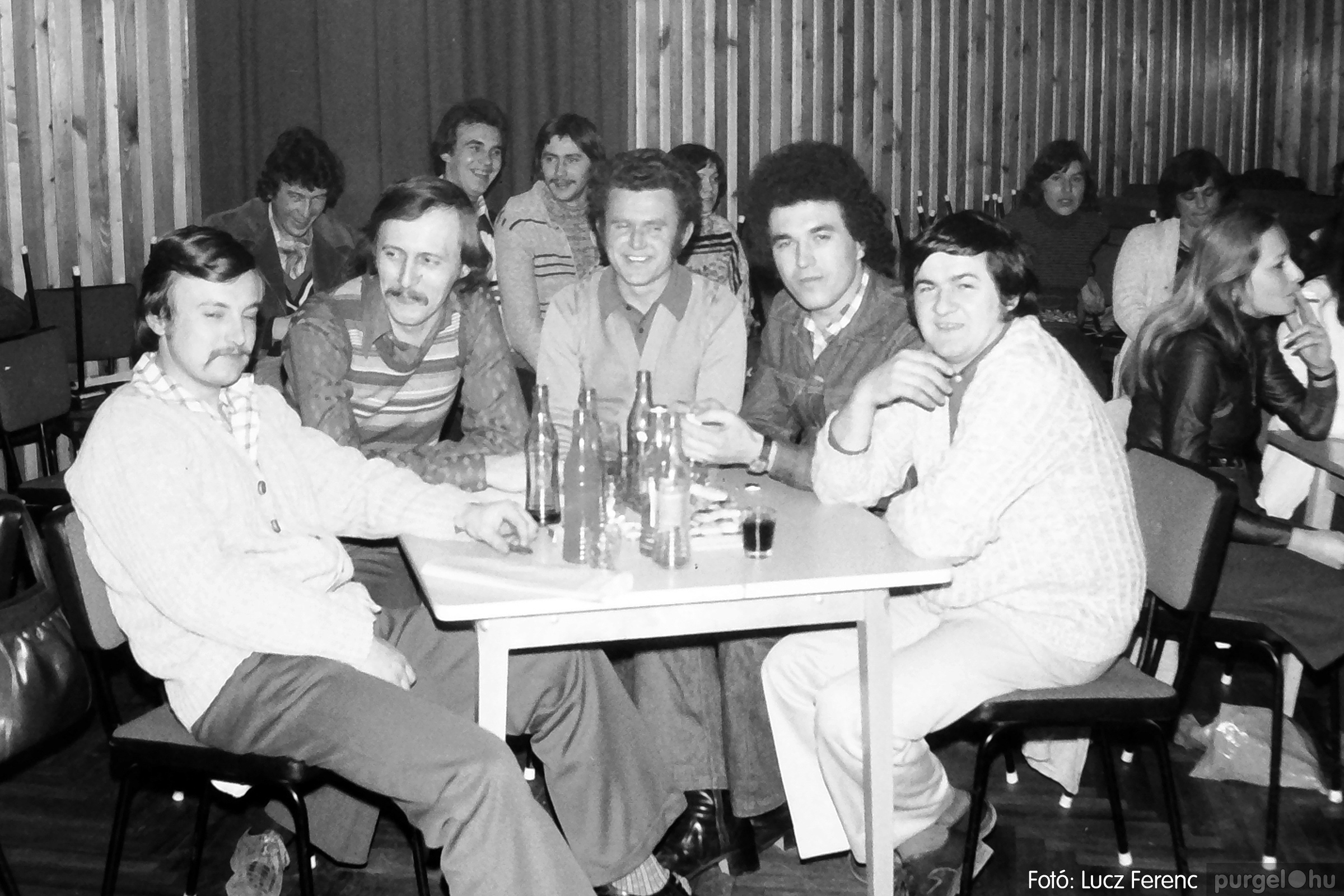 101. 1978. KTSZ-es vetélkedő a kultúrházban 003. - Fotó: Lucz Ferenc.jpg