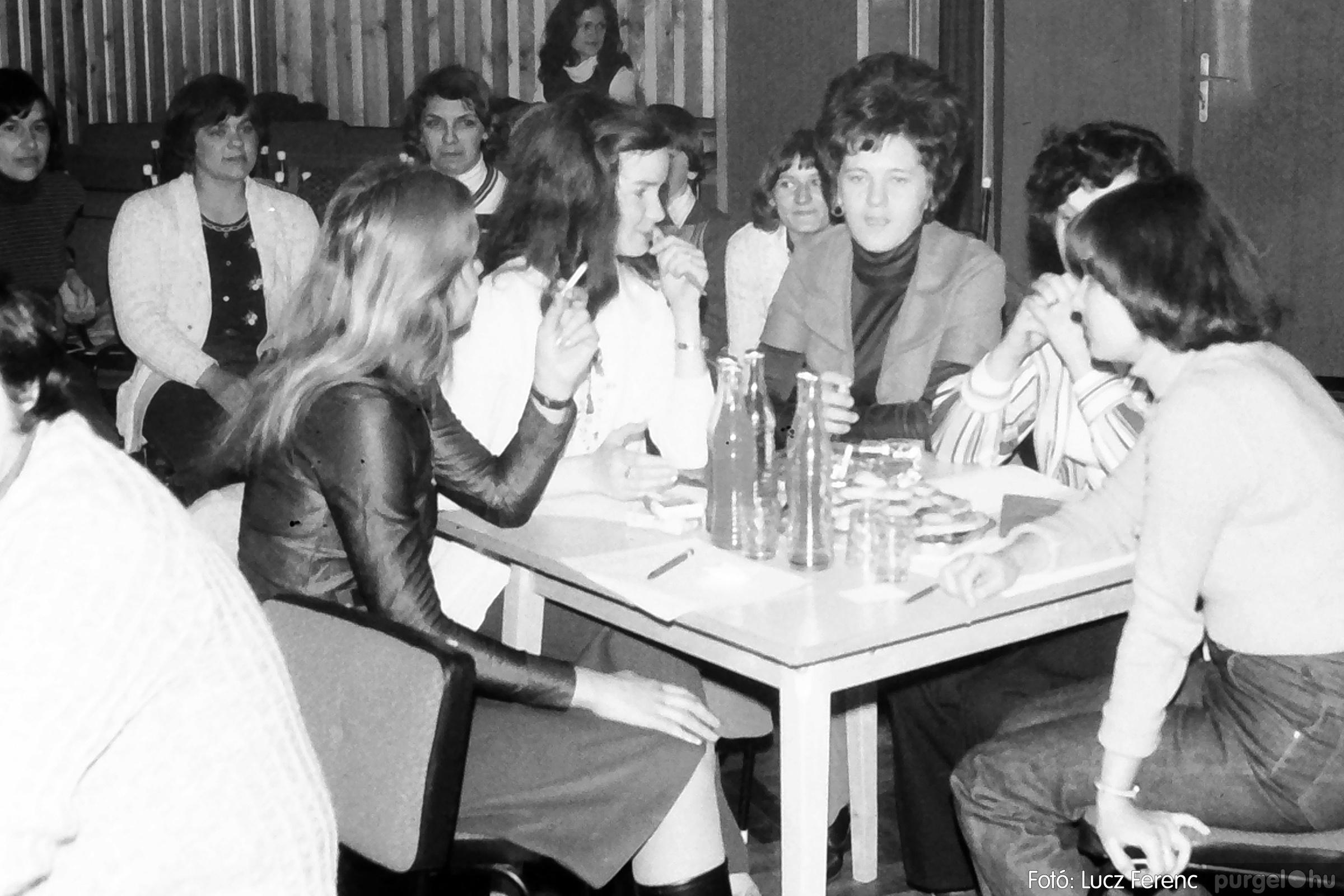101. 1978. KTSZ-es vetélkedő a kultúrházban 002. - Fotó: Lucz Ferenc.jpg