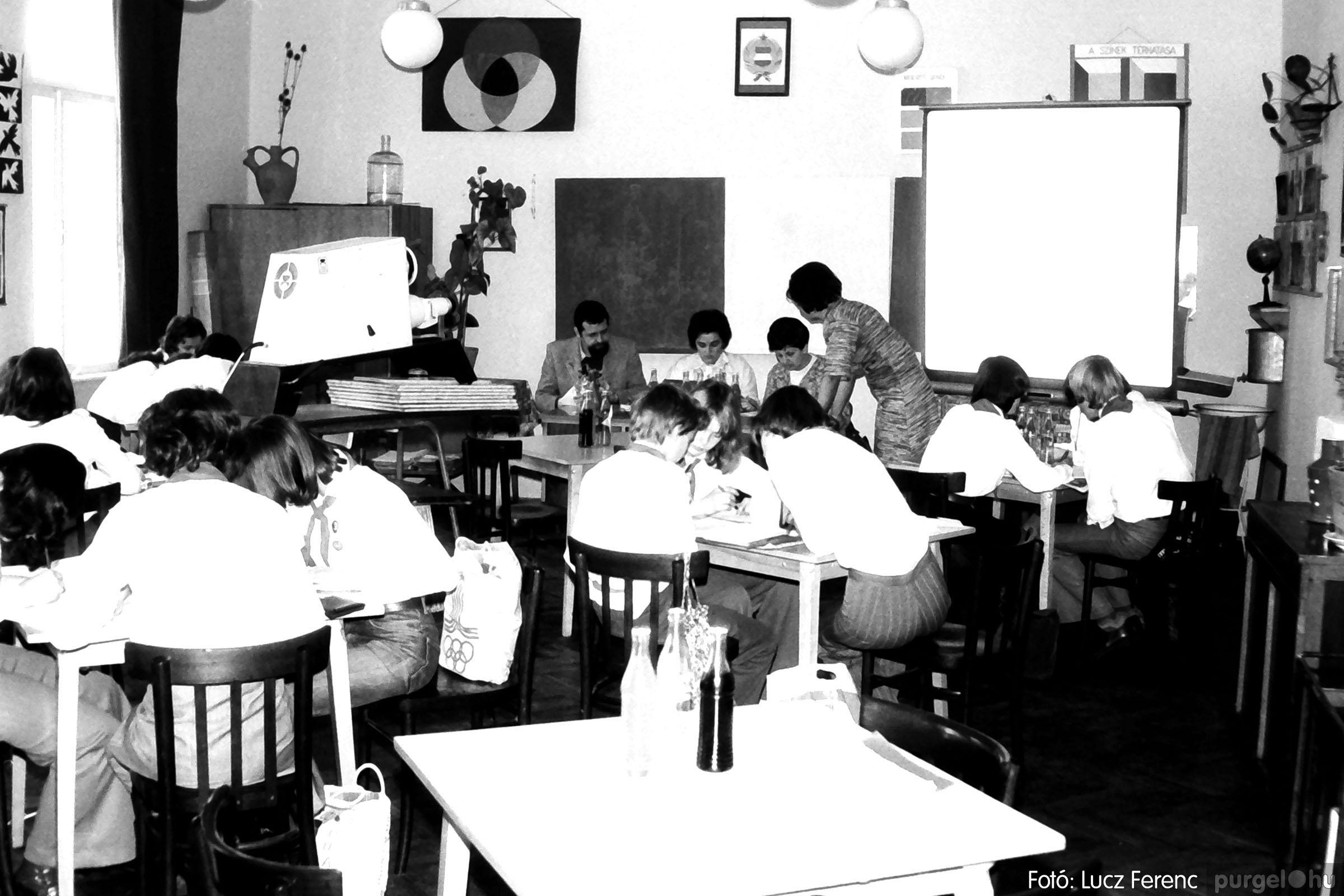 102. 1978. Szaktárgyi verseny a központi iskolában 006. - Fotó: Lucz Ferenc.jpg
