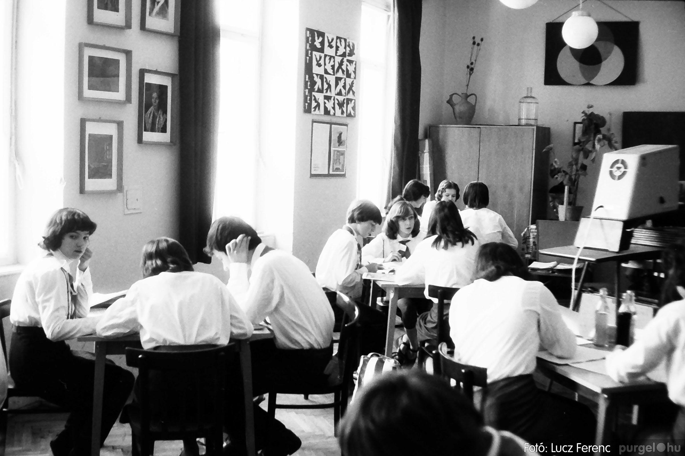 102. 1978. Szaktárgyi verseny a központi iskolában 003. - Fotó: Lucz Ferenc.jpg