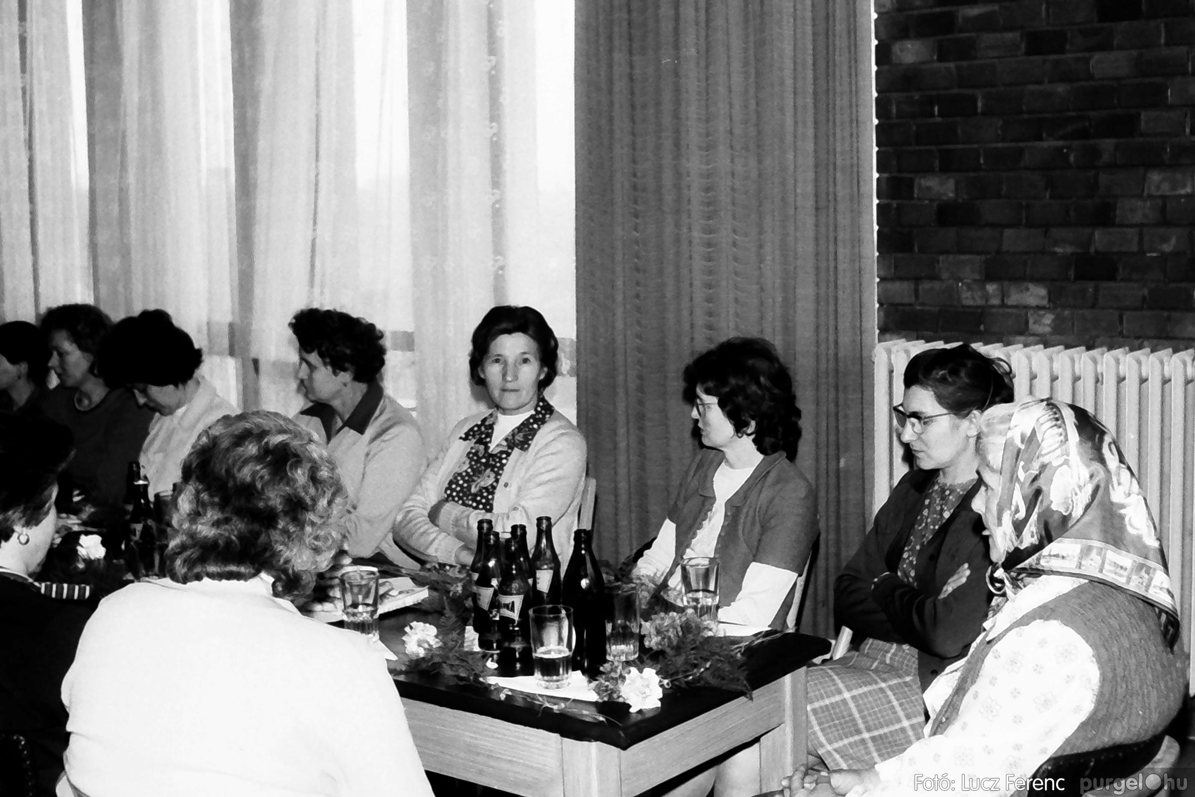 104. 1978. Nőnapi ünnepség a tanácsházban 010. - Fotó: Lucz Ferenc.jpg