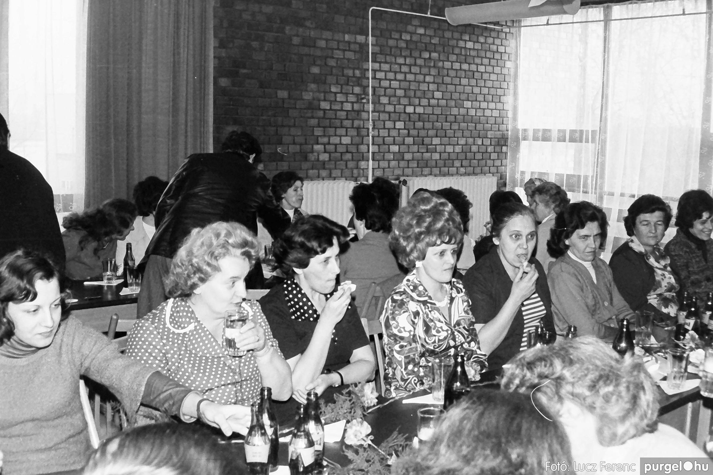 104. 1978. Nőnapi ünnepség a tanácsházban 005. - Fotó: Lucz Ferenc.jpg