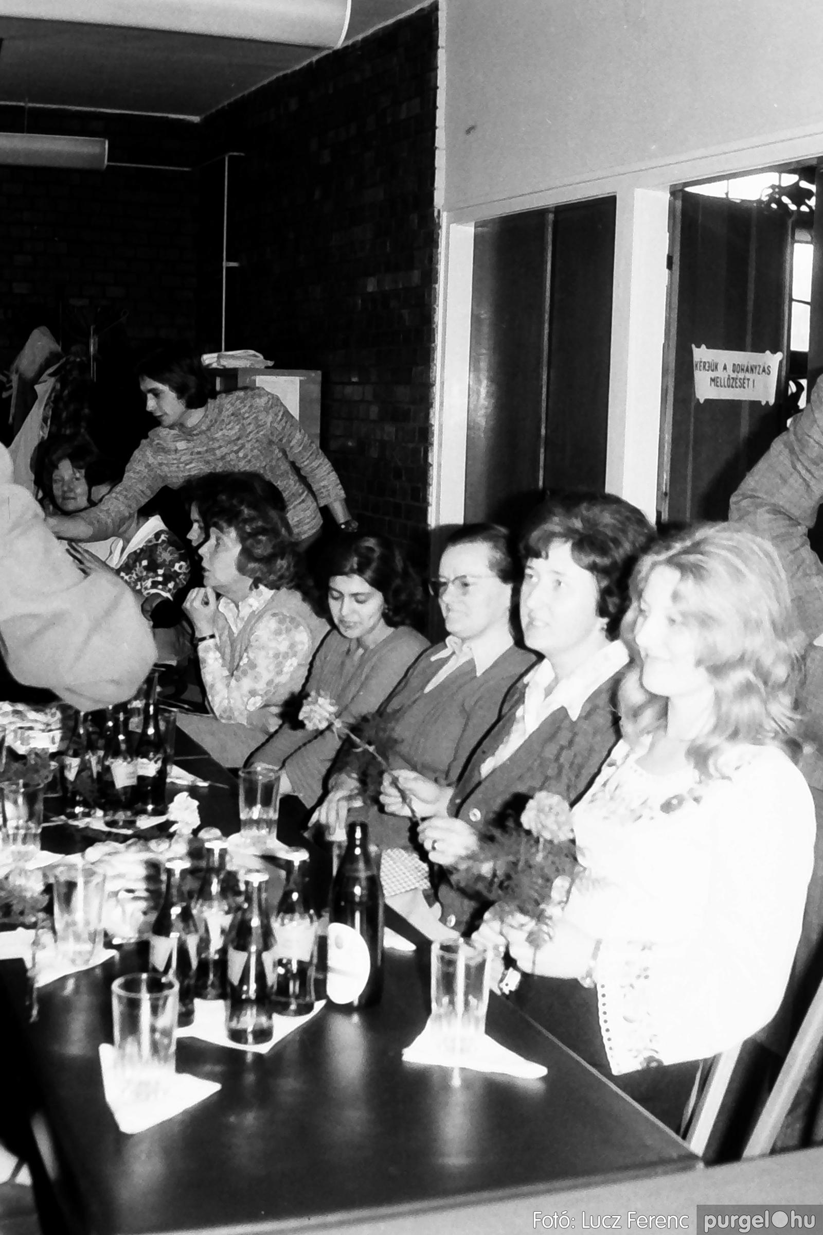 104. 1978. Nőnapi ünnepség a tanácsházban 003. - Fotó: Lucz Ferenc.jpg