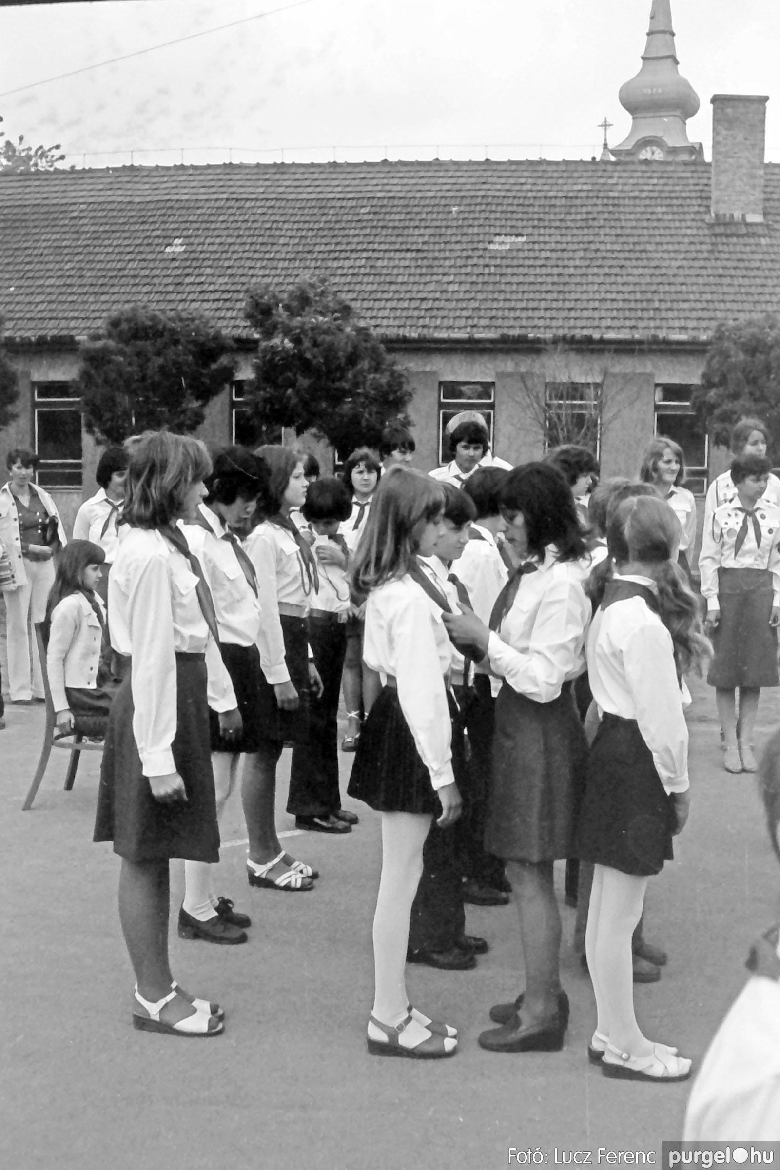 110. 1978. Úttörő avatás 012. - Fotó: Lucz Ferenc.jpg