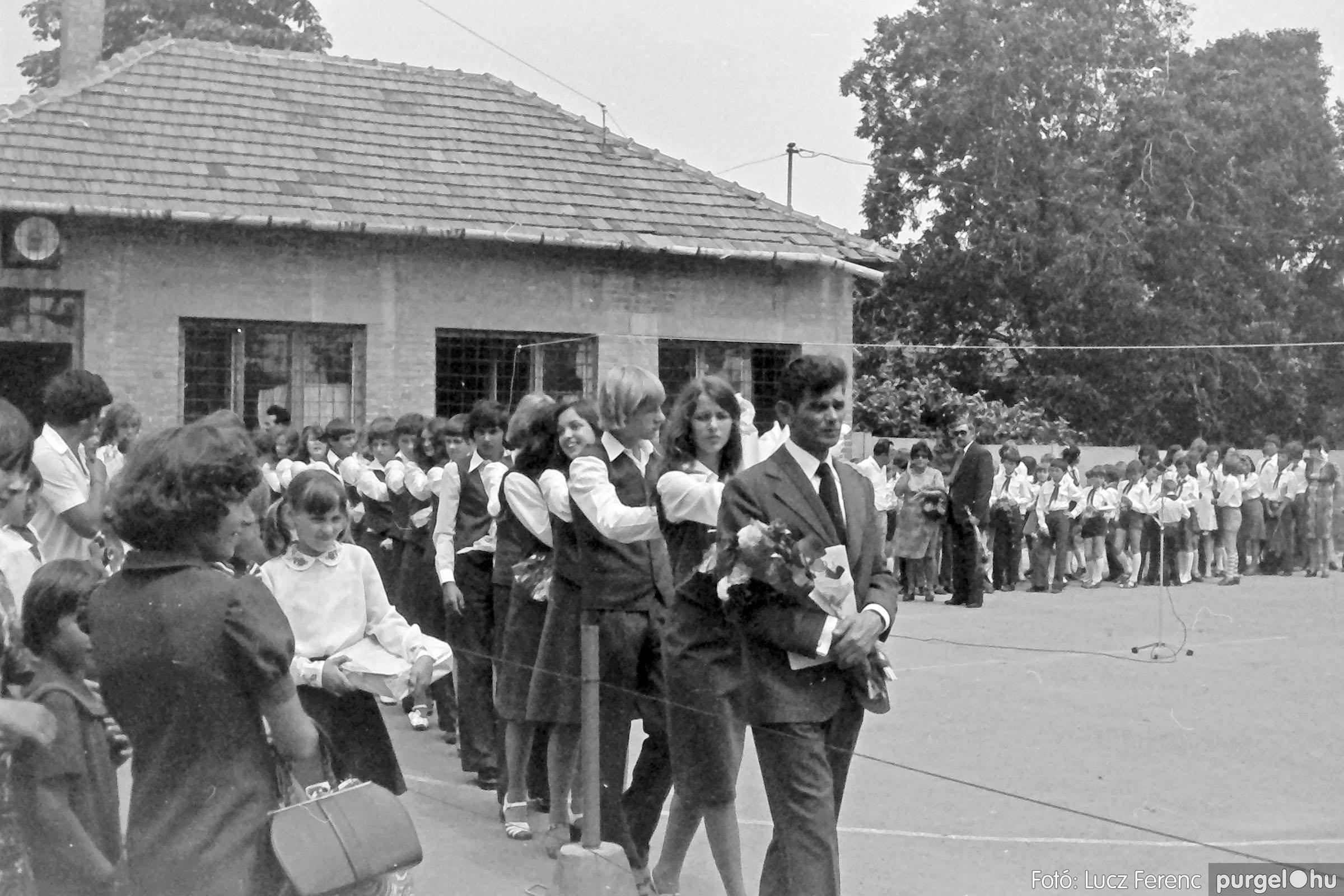 111. 1978. Ballagás és évzáró a központi iskolában 016. - Fotó: Lucz Ferenc.jpg