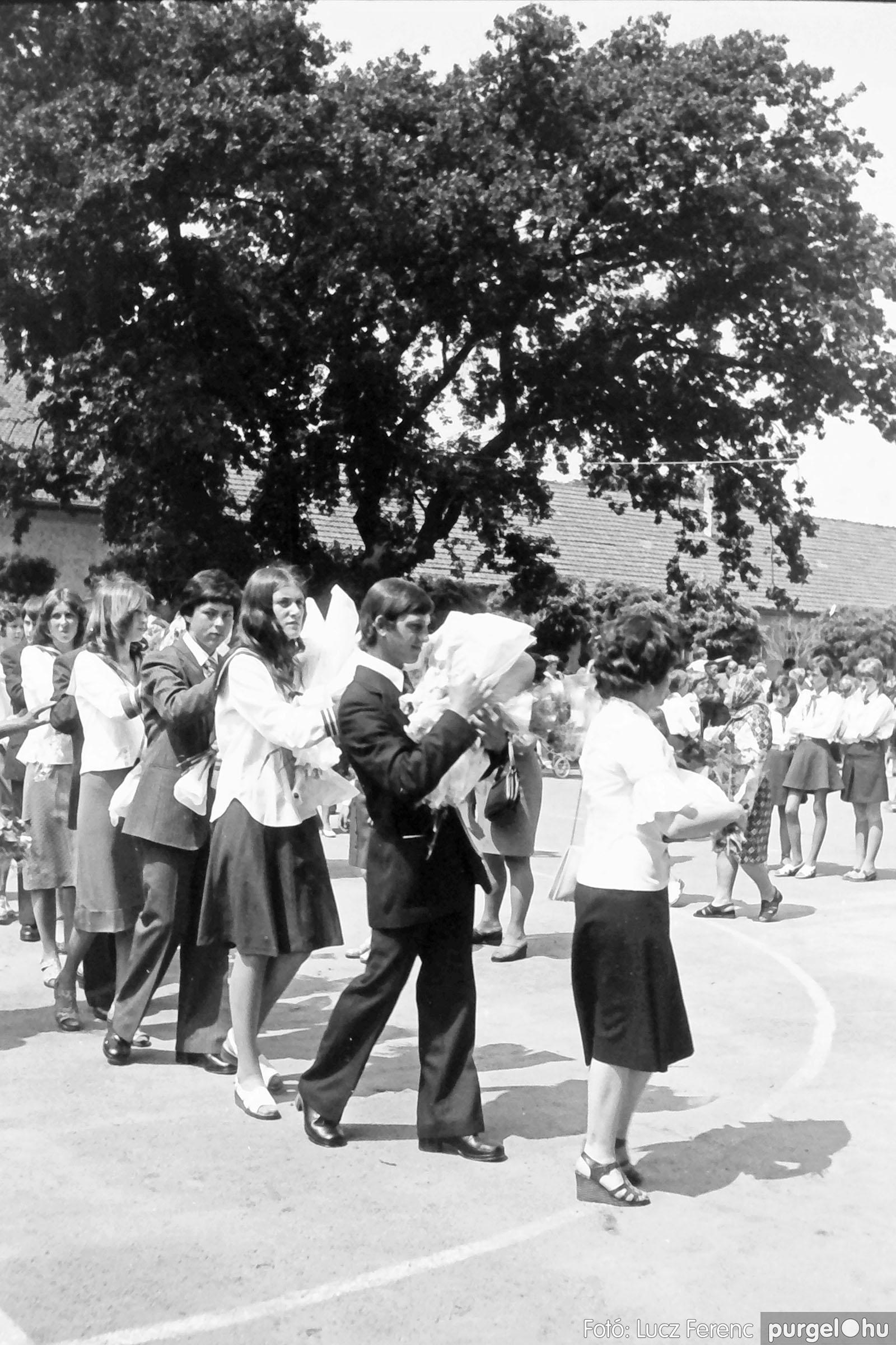 111. 1978. Ballagás és évzáró a központi iskolában 007. - Fotó: Lucz Ferenc.jpg