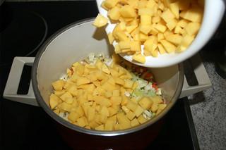 19 - Add diced potatoes / Kartoffelwürfel hinzufügen