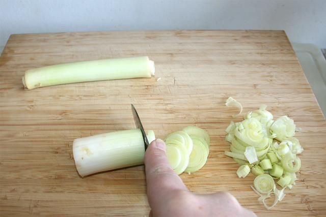 02 - Cut leek in rings / Lauch in Ringe schneiden