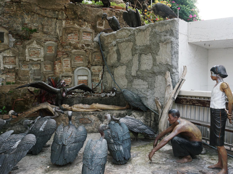Vultures of Sraket Temple
