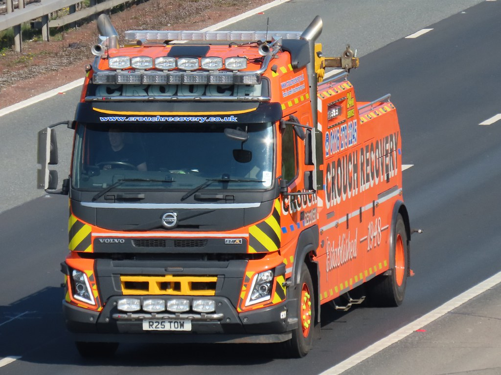 Crouch Recovery, Volvo FM X (R25TOW) On The A1M Southbound