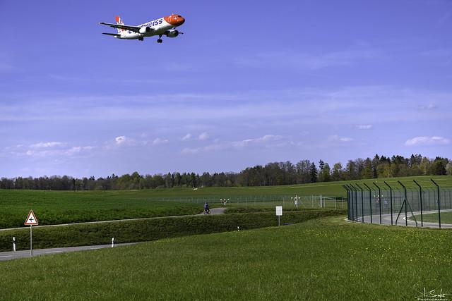 Airbus A320-214 from Edelweiss Air landing in Zürich - Switzerland