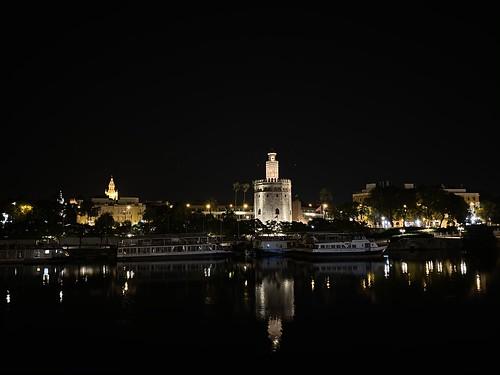Sevilla: Guadalquivir, la Torre del Oro y la Giralda de noche