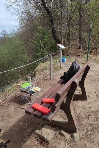 Picknick nach etwa Hälfte der Wanderung mit einer Freundin auf dem Hüggel