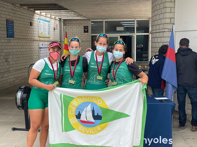 Cuatro scull absoluto femenino del Club Náutico, vencedor del Trofeo Pedro Abreu