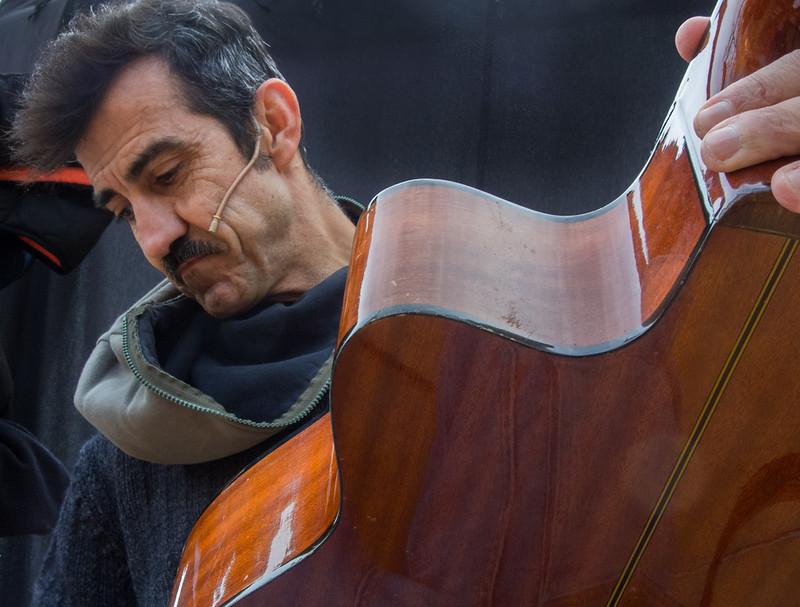 ROMEO BUSCA Cia. Rai Borrell (Mike Gavin)