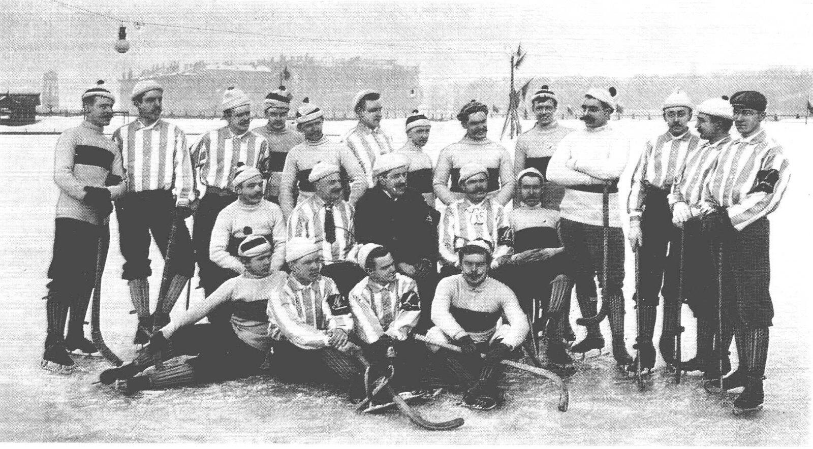 1903. Хоккейная команда на Марсовом поле