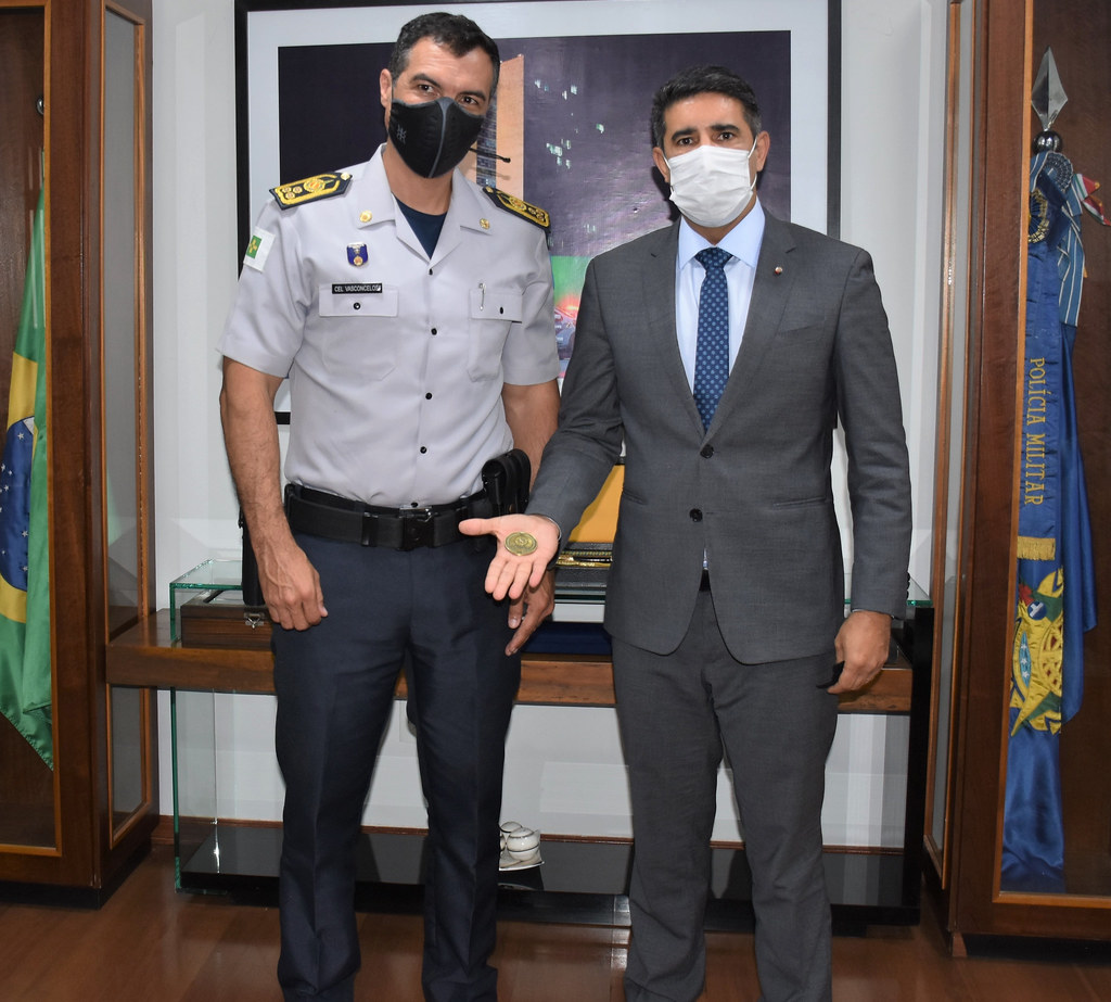Deputado Roosevelt Vilela visita o comandante-geral da PMDF