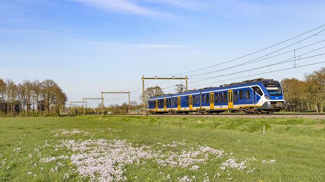 NS 2333 rijdt als Spr. 7070