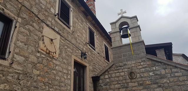 Zvonik i sunčani sat