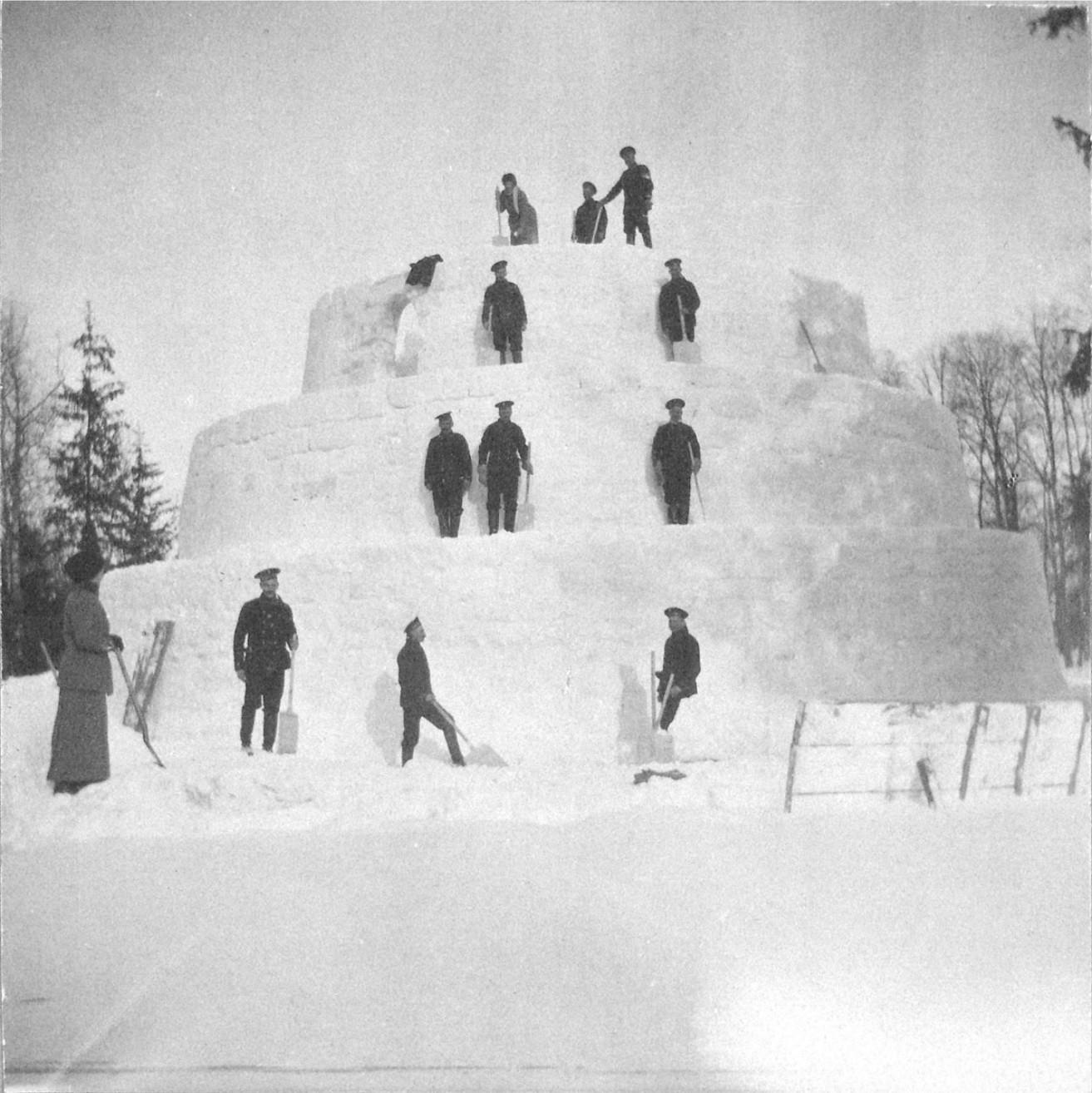 1914. Снежная крепость в Александровском парке