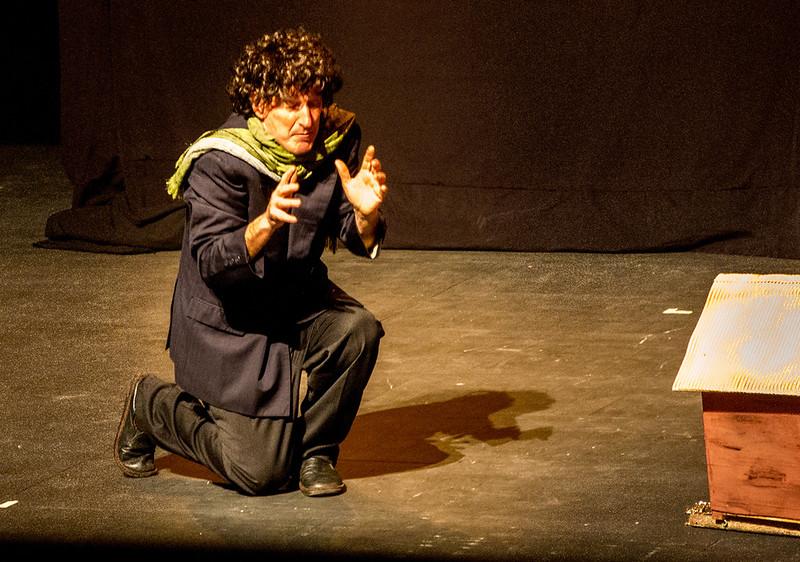 ALFAJORES Cia. Andrés Cavallin (Mike Gavin)
