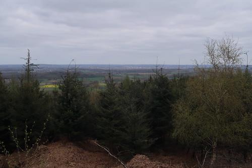 Ausblick von unserem Rastplatz auf dem Kamm des Hüggels