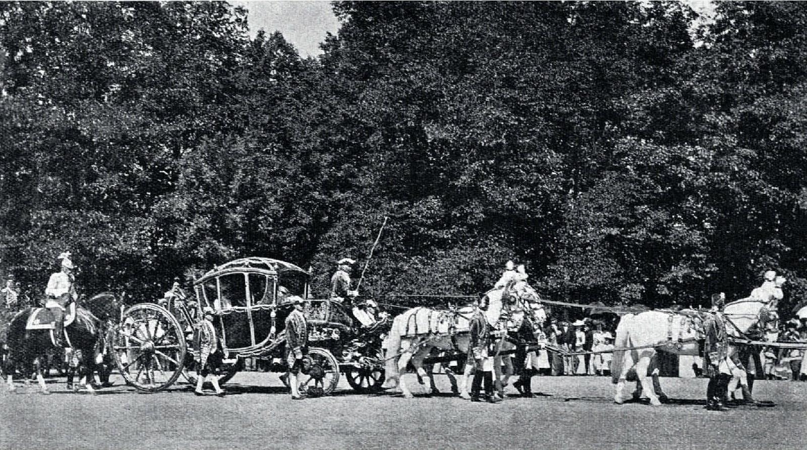 1901. Крещение великой княжны Анастасии Николаевны. Выезд в Новый дворец