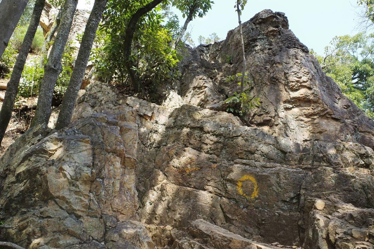 日和田山 登山道の岩場