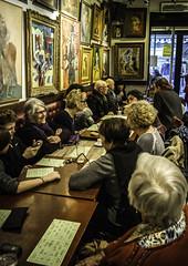 jeu de loto dans un bar branché