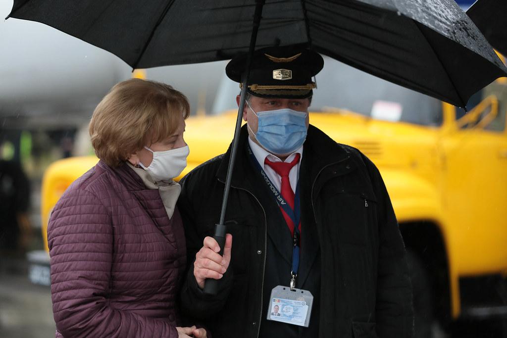 27.04.2021 Participarea Președintelui Parlamentului Zinaida Greceanîi la evenimentul de recepționare a unui lot de 250 mii doze de vaccin anticoronavirus și materialelor complementare, din China