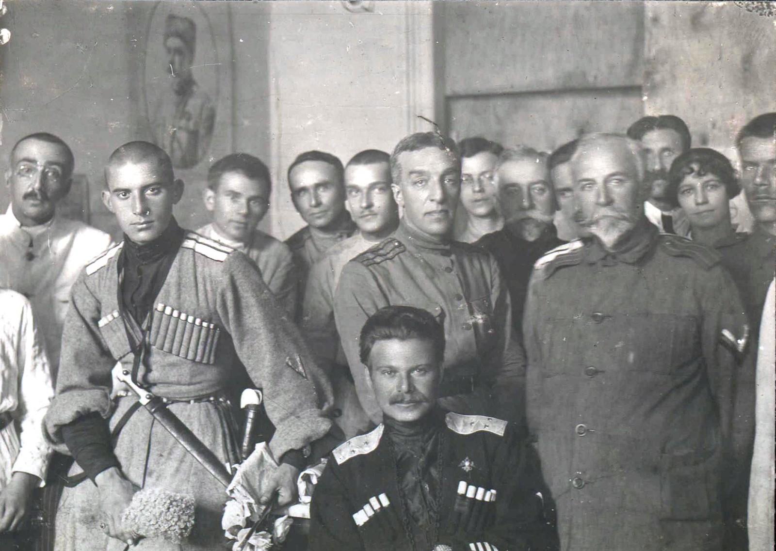 268. 1919. Генерал-лейтенант А.Г. Шкуро (в центре сидит) с группой офицеров корпуса