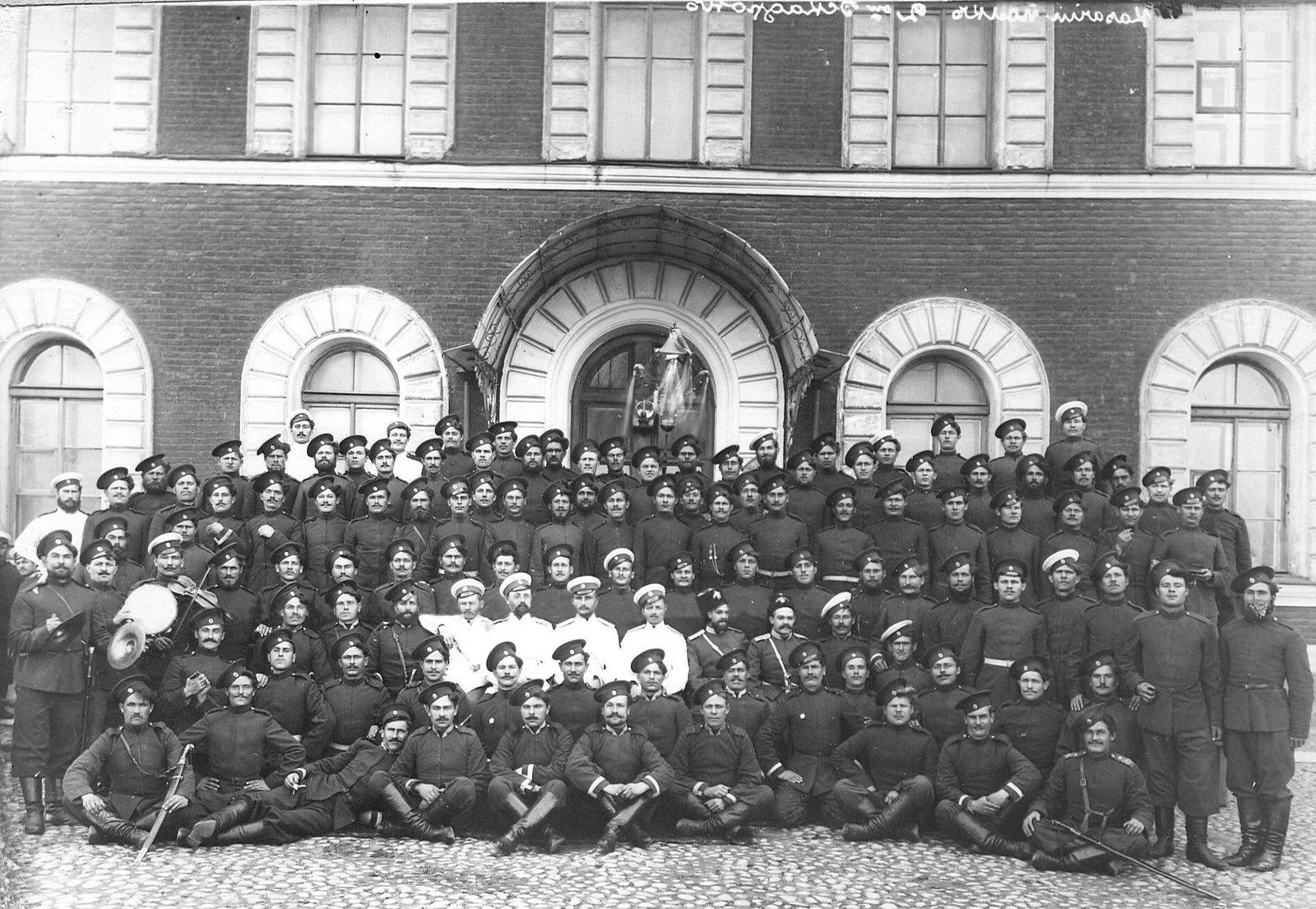 1914. Группа казаков и офицеров 2-ой Оренбургской сотни лейб-гвардии Сводно-Казачьего полка