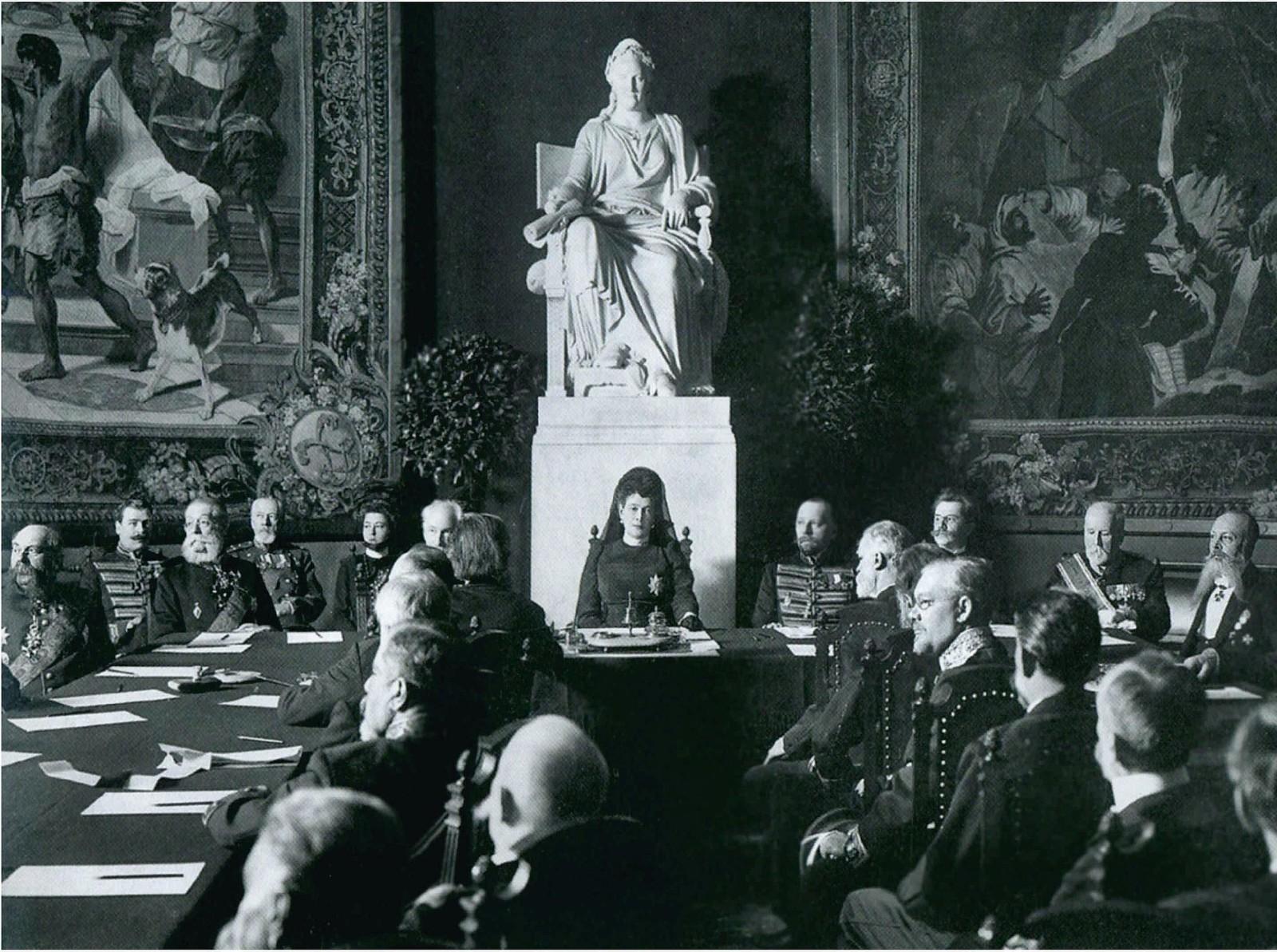 1909. Великая княгиня Мария Павловна вступае в должность президента Императорской Академии художеств. 18 марта