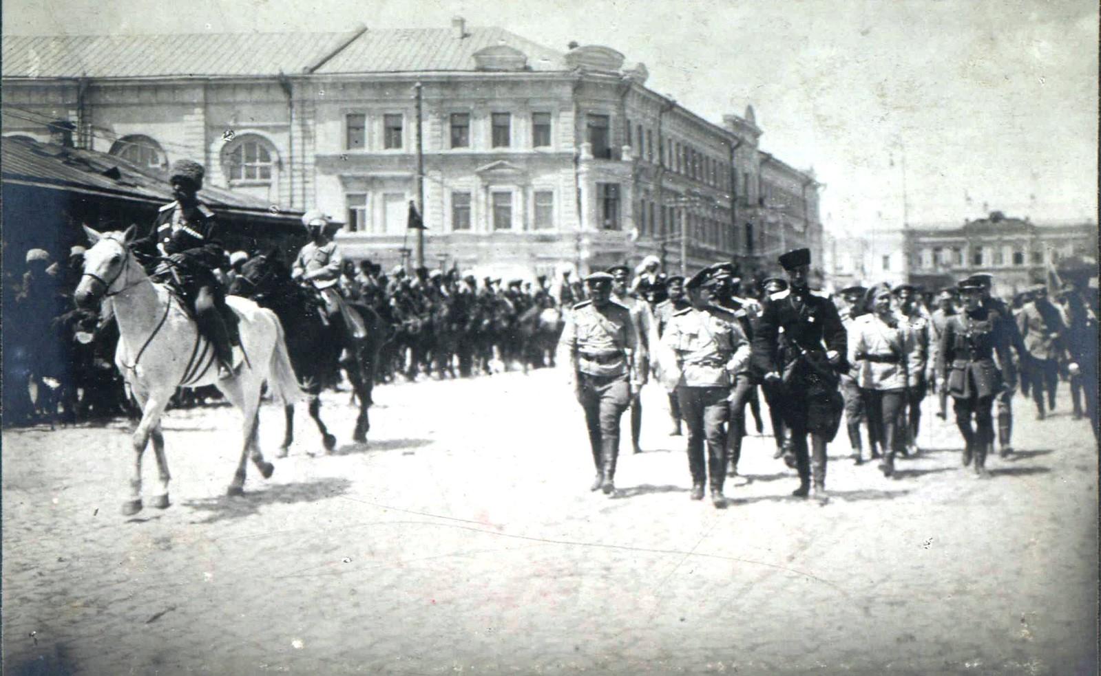 262. 1919. Деникин и Врангель на параде в Царицыне после его взятия армиями ВСЮР